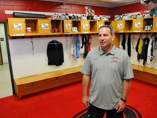 STC 0702 SCSU Locker Room 2.jpg