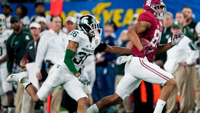 Alabama tight end O.J. Howard (88) catches a long pass against Michigan State cornerback Arjen Colquhoun (36) during first half action in the Cotton Bowl on Thursday December 31, 2015 at AT&T Stadium in Arlington, Tx.