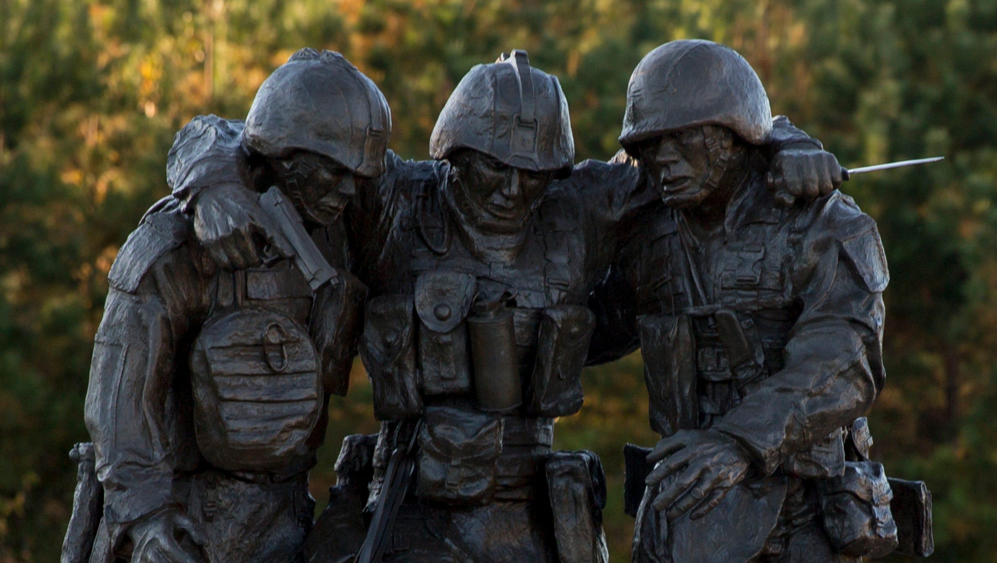 Statue honoring iconic Fallujah photo unveiled at Pendleton