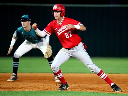 Rossview's Gage Bradley (27) takes a lead off second