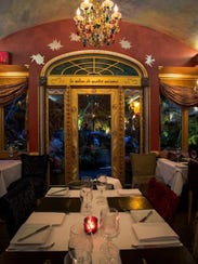 Café Matisse seduces with its colorful walls, whimsical