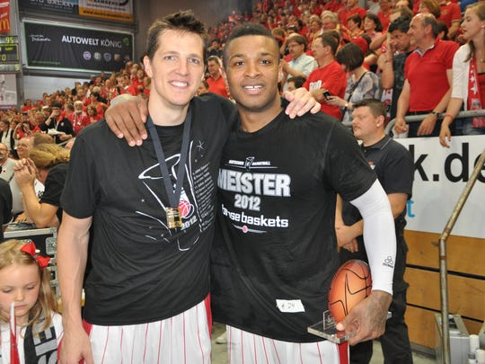 Casey Jacobsen and P.J. Tucker pose as teammates in