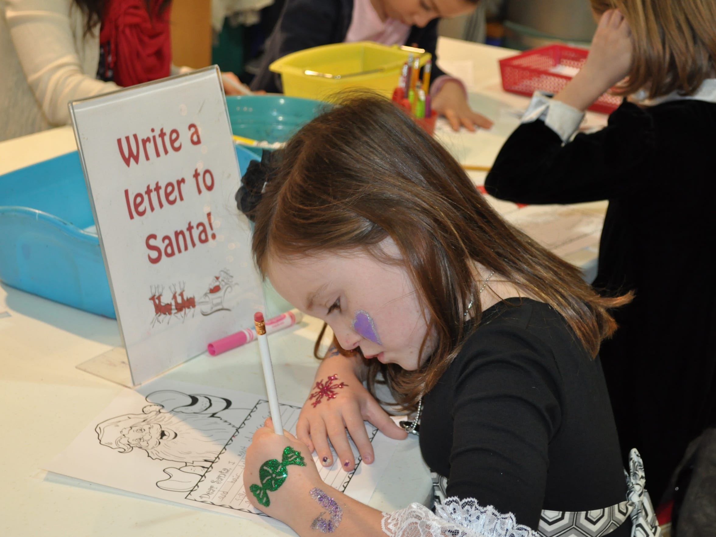 Kids can enjoy all sorts of holiday activities at the Discovery Center's open house on Saturday.