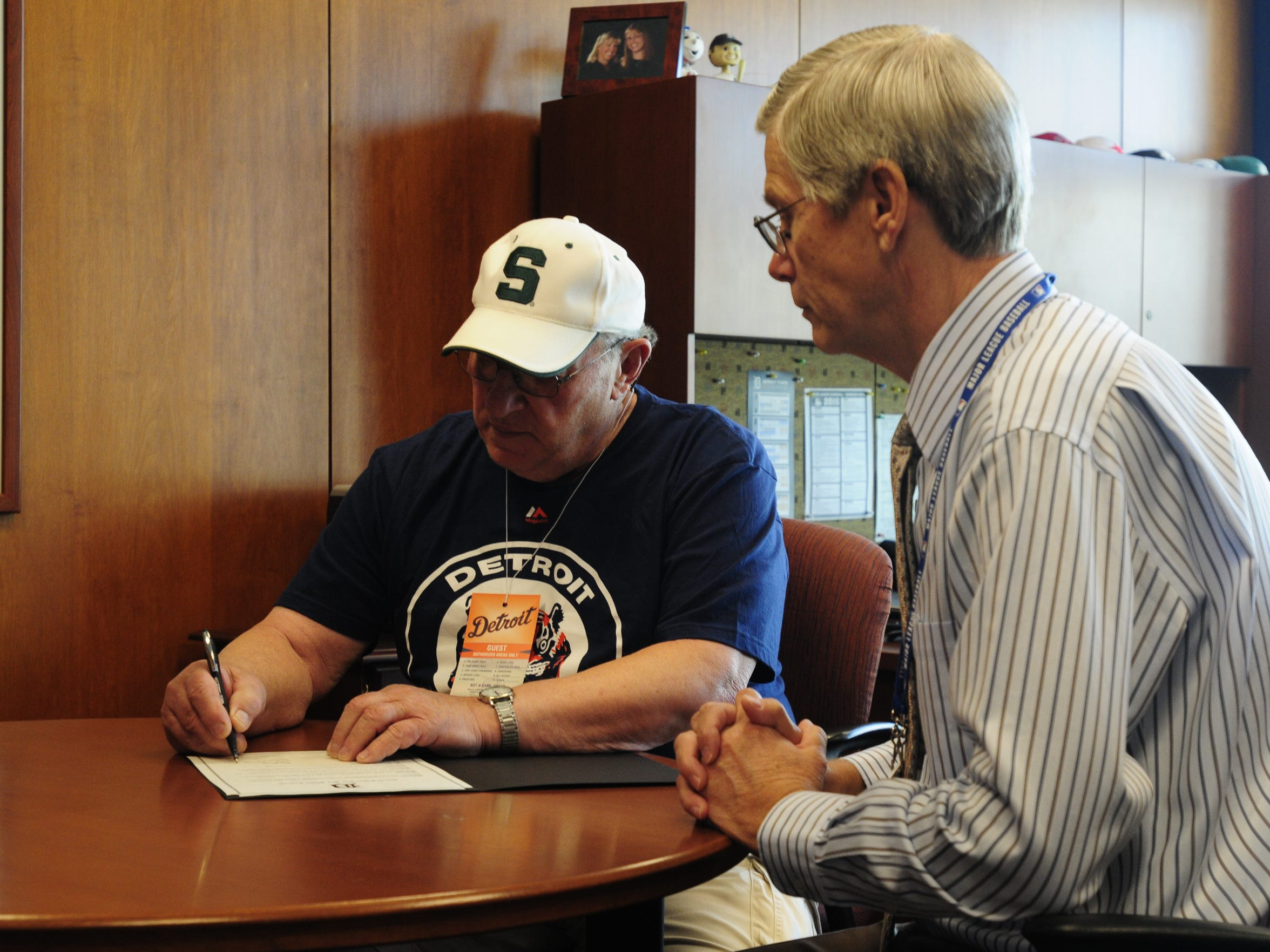 Earl Robinette of Fort Gratiot signs a one day contract