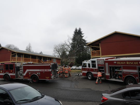 A fire at a Salem apartment complex displaced four