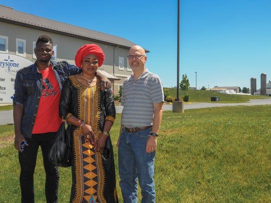 Congolese refugee Rachel Bunkete (center), her son