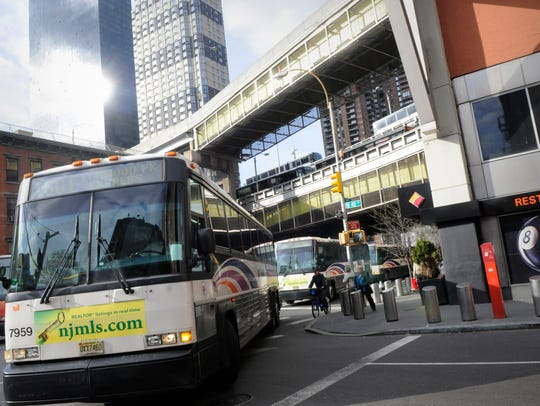 Buses snake allong city streets onto 40th street, and