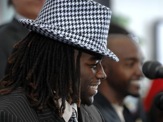2-4-09, online Trent Richardson Signs  2 of 13  Escambia