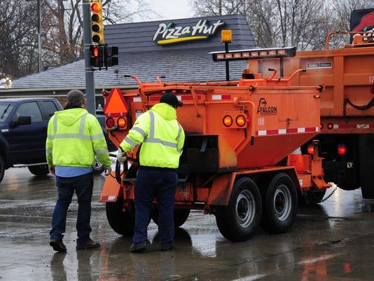 636511904709061372-potholes3.jpg