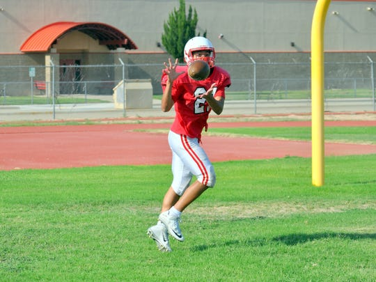 Nico Gut-omen makes a catch during practice.