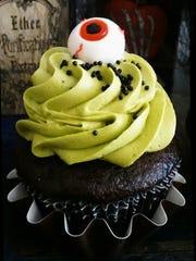 Lindsey Washburn, of Bada Bling Cupcakes, created this
