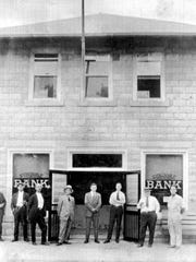 The Seminole Bank in 1923, leased this city Municipal Building (the 4th City Hall), while the city clerk's office was moved upstairs.