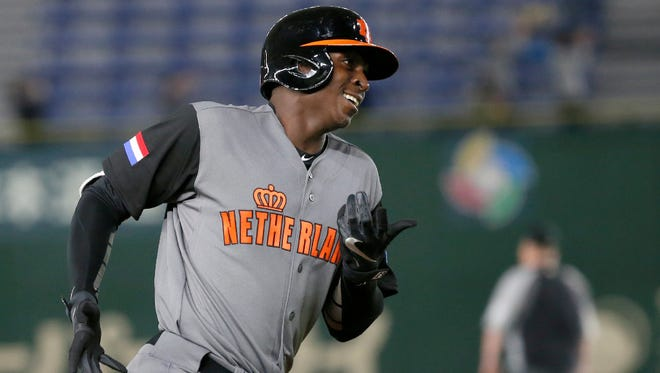 A shoulder injury has forced Yankees shortstop Didi Gregorius to leave his Netherlands team at the World Baseball Classic.