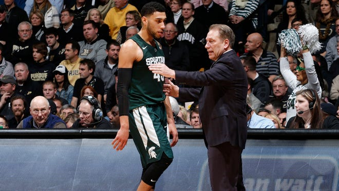 Michigan State coach Tom Izzo talks to guard Denzel Valentine (45) during MSU's loss Tuesday in West Lafayette, Ind.