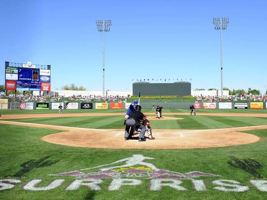 Surprise Stadium   JUEGAN: Rangers de Texas y Reales