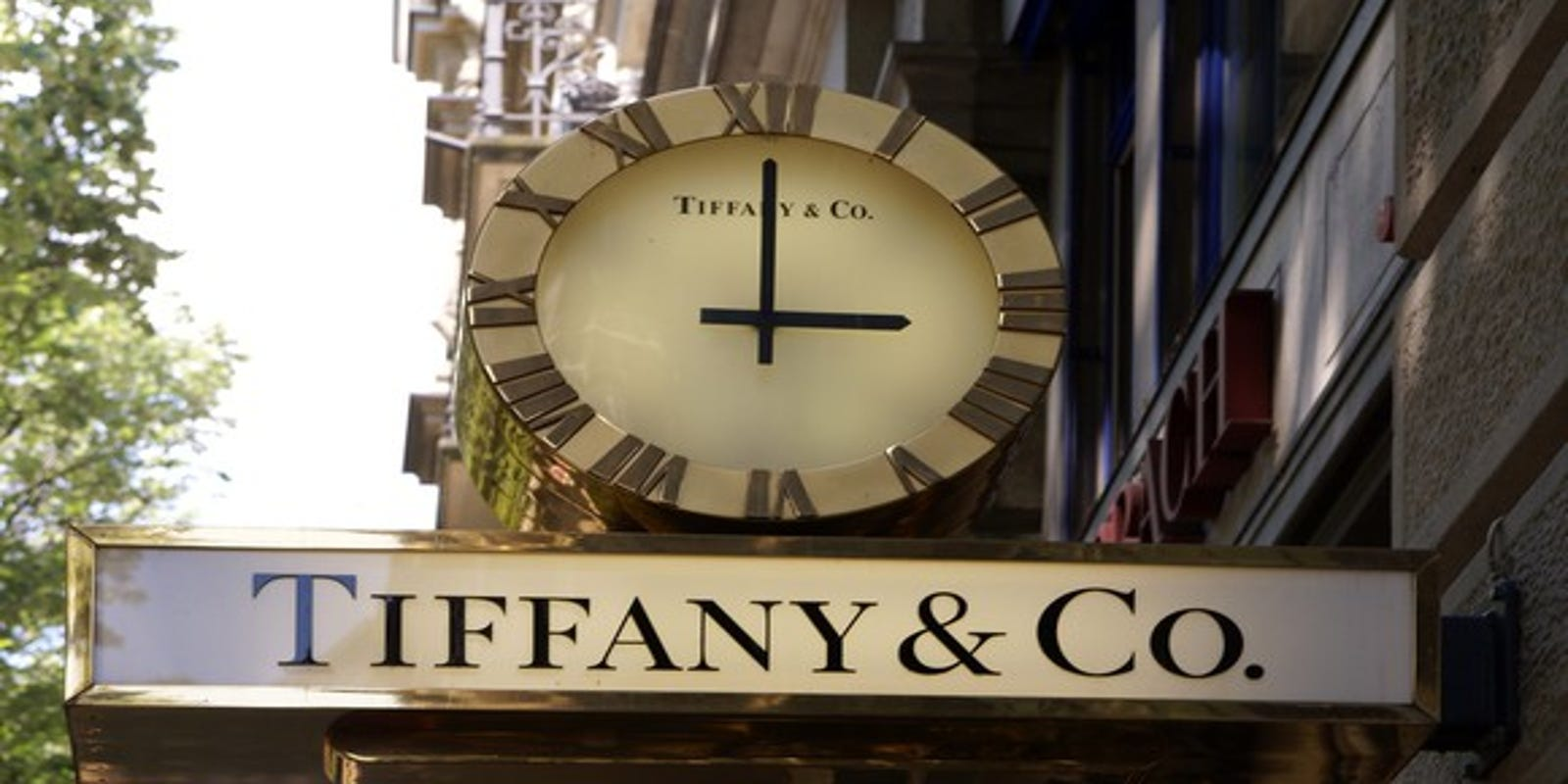 9664ba38c Tiffany's holiday sales jump 8%, boosted by growth in China, Europe