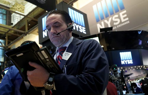 Stocks mostly down as Trump tweet dings Boeing – USA TODAY