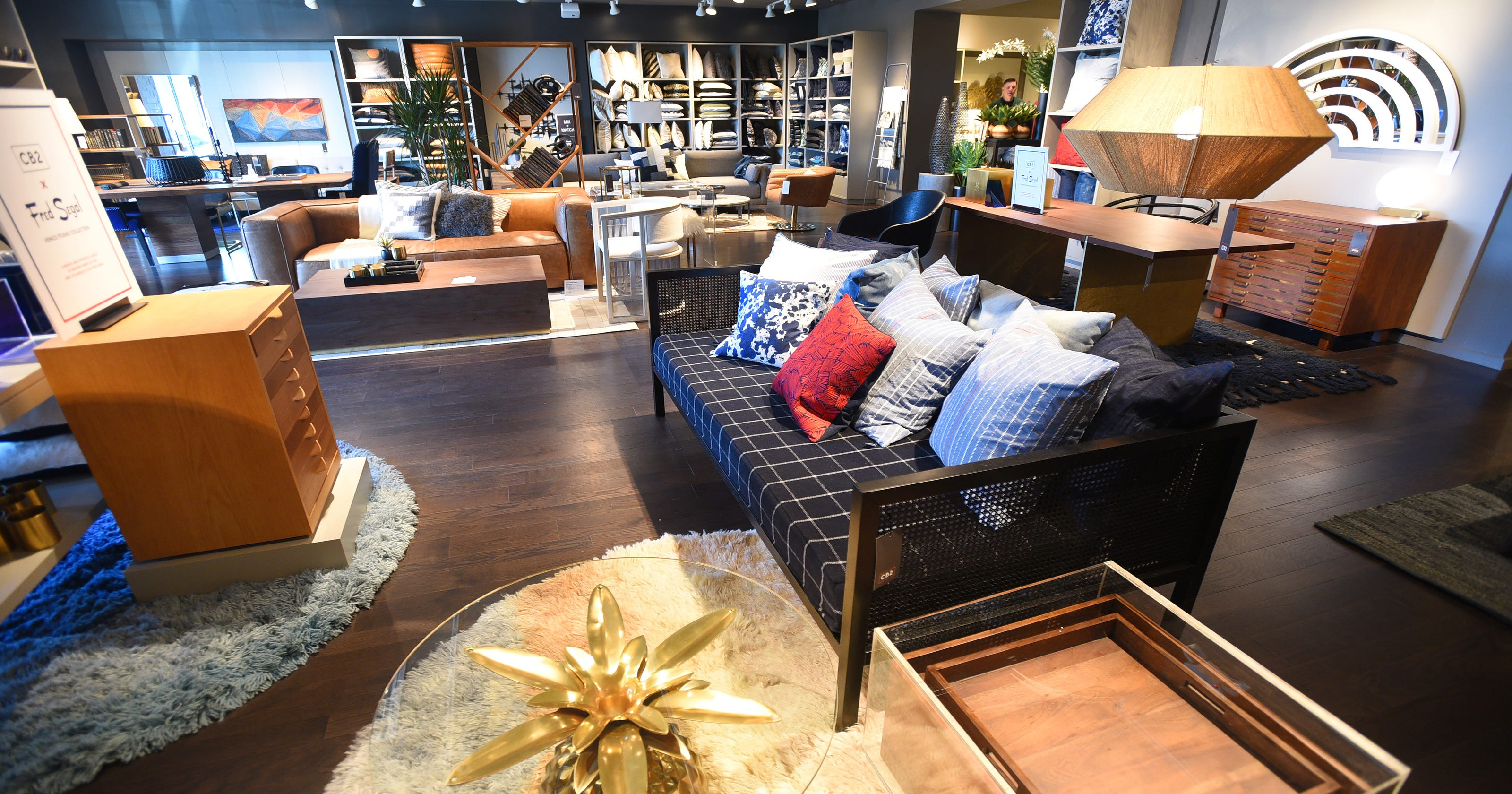 mall at green hills crate and barrel applies to move into nashville market. Black Bedroom Furniture Sets. Home Design Ideas
