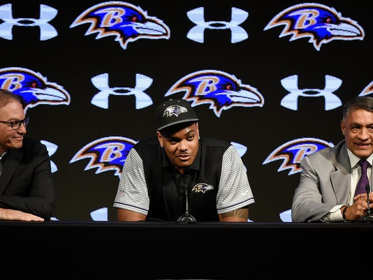 Baltimore Ravens first round draft pick Ronnie Stanley, center, smiles as he answers questions during a news conference Friday, April 29, 2016, in Owings Mills, Md. Looking on are offensive coordinator, Marc Trestman, left,  and offensive line coach Juan Castillo. (AP Photo/Gail Burton)