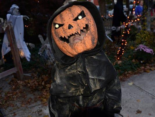 cpo-mwd-103116-halloween-house