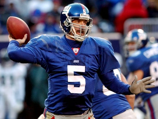 Giants QB Kerry Collins  against the Eagles in 2002.
