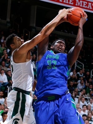 Florida Gulf Coast's Antravious Simmons, right, grabs a rebound against Michigan State's Kenny Goins during the second half of an NCAA college basketball game, Sunday, Nov. 20, 2016, in East Lansing, Mich. Michigan State won 78-77. (AP Photo/Al Goldis)