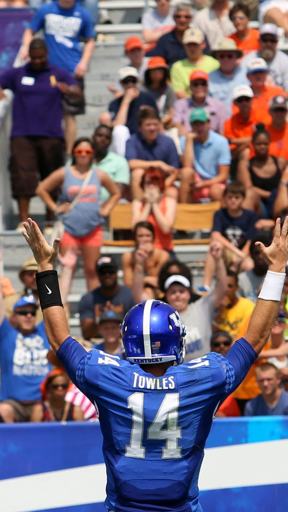 Kentucky's Patrick Towles gives the touchdown signal for the 5th time in the 1st quarter.   Aug. 30, 2014