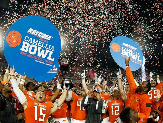 Bowling Green celebrates a victory in the Camellia