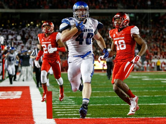Memphis' Alan Cross scores a 38-yard touchdown against Houston during a 2015 game.