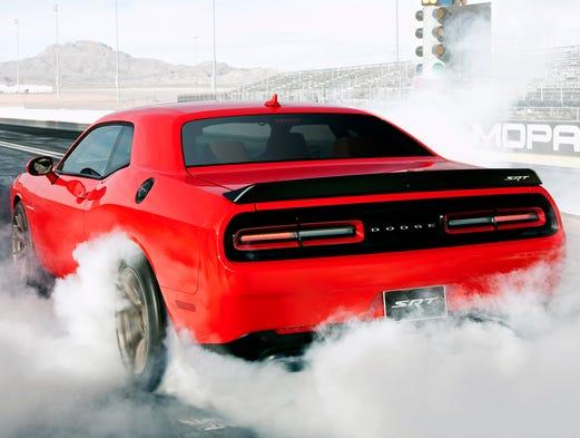 Dodge Challenger SRT Hellcat burns some rubber