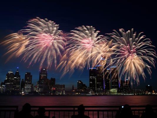 636655677195010046-2018-0625-rb-me-fireworks122.jpg