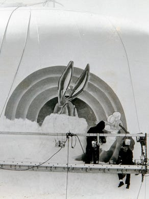 1990 Workmen paint Bugs Bunny onto s Great Adventure water tower.