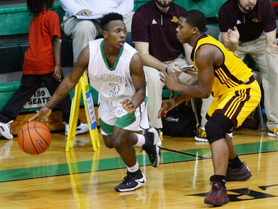 Bossier's Jacoby Decker led the Bearkats to a win against