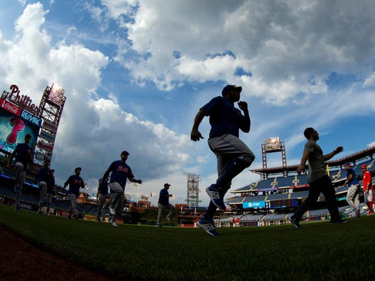The New York Mets warm up before action against the
