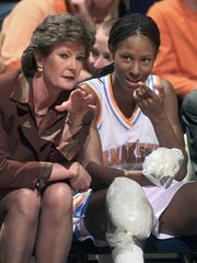 Pat Summitt and Chamique Holdsclaw during Holdsclaw's