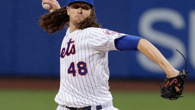 Jacob deGrom struck out 10, but the Mets fell to the Nationals.