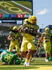 Oregon linebacker Kaulana Apelu intercepts a Justin