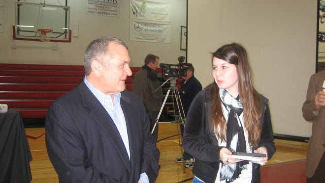 Rudy Ruettiger speaks with a Brentwood Academy student after a 2011 event.