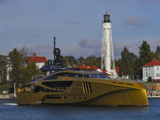-DCA 1119 P-J yacht departs 1.jpg_20141117.jpg