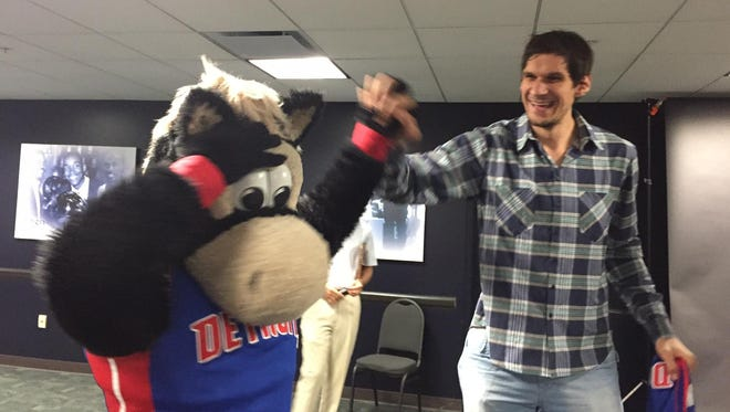 New center Boban Marjanovic high-fives Pistons mascot Hooper at the Palace on Tuesday.