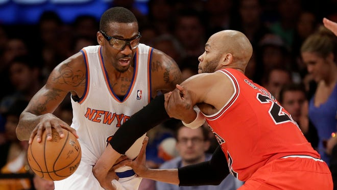 The Knicks' Amar'e Stoudemire, left, drives around Chicago's Taj Gibson during the second half on Sunday.