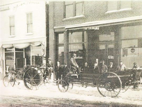 A copy of this photo, depicting the original 1906 hardware