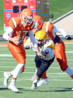 Artesia senior quarterback Justin Houghtaling (17) signed with NCAA Division II's West Texas A&M on Wednesday.