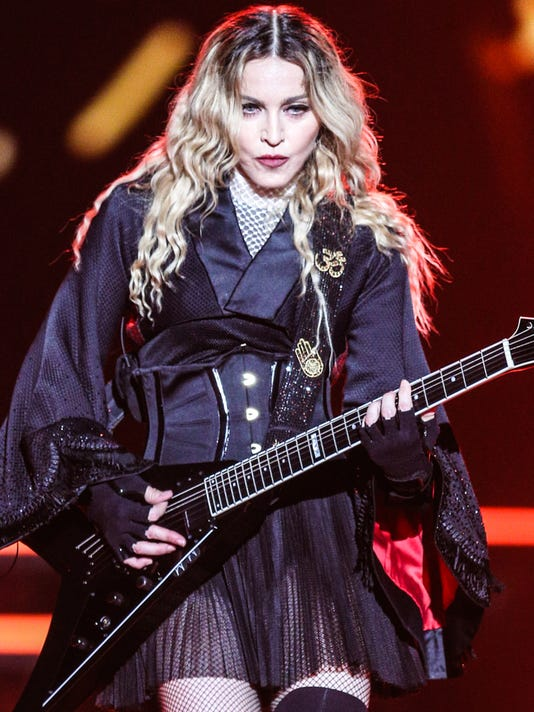 AP MADONNA IN CONCERT - MONTREAL A ENT USA