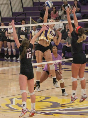 Western's Shannon Rich's dominant play over the weekend led her to tally the Rocky Mountain Athletic Conference Offensive Player of the Week.