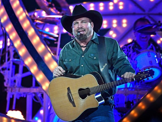 Garth Brooks plays to an adoring crowd at Bridgestone