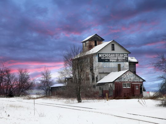 This Michigan Bean Co. elevator is near Henderson, north of Owosso.