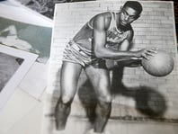 Jumpin' Johnny Wilson, who used basketball to shatter racial barriers, dies