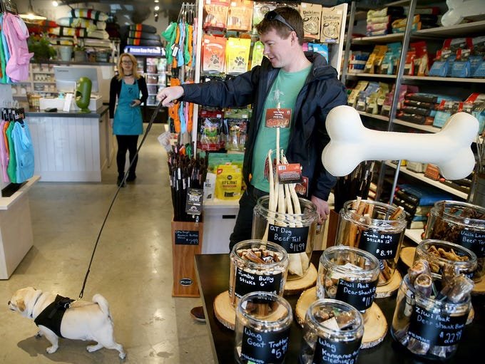 Jeremy Ghent shops with his dog Che at the new Z Bones