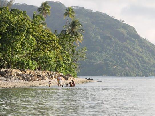 A family enjoys the Huahine coast.
